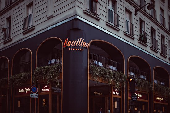 facade-place-pigalle